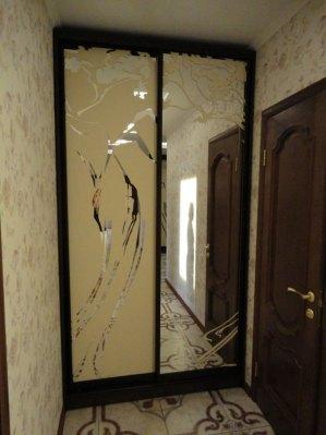 1-кольорове фарбування на дзеркалі «срібло» (ліві дверцята – фон фарбований, праві – дзеркальний).