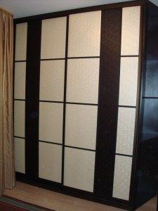 Фасади шафи купе з плівкового МДФ з ефектом «шовкографії»