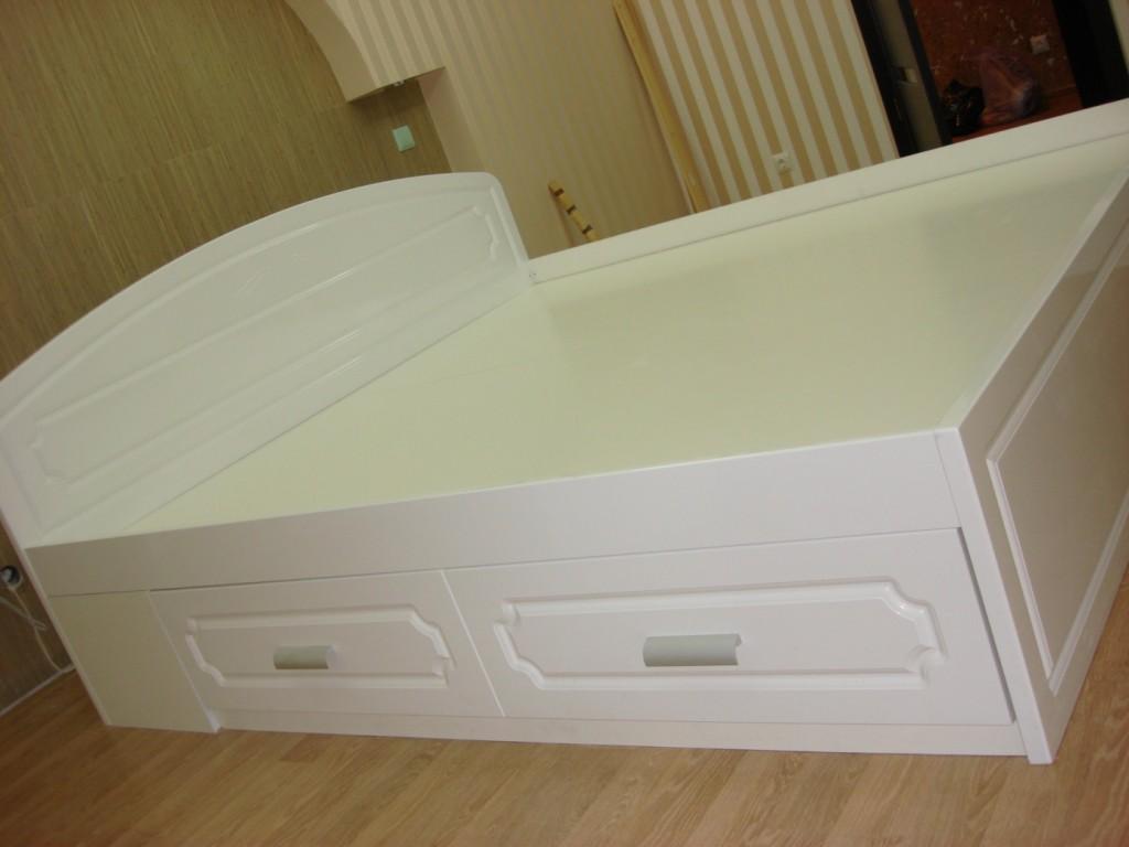 Белый цвет в глянцевом исполнение и с фрезеровками