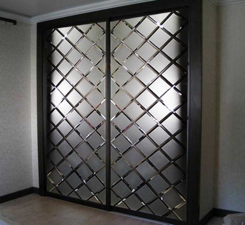 Двери шкафа – кусочки зеркала