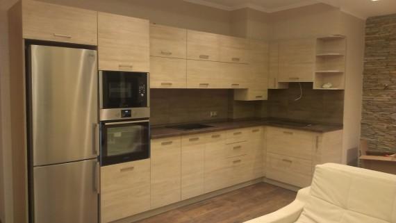 Кухня-студио с фасадами из ДСП Cleaf