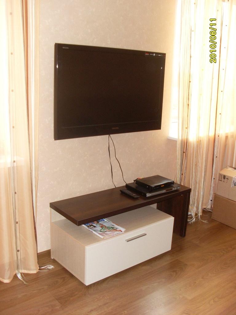 Тумба під ТВ 2-кольорова