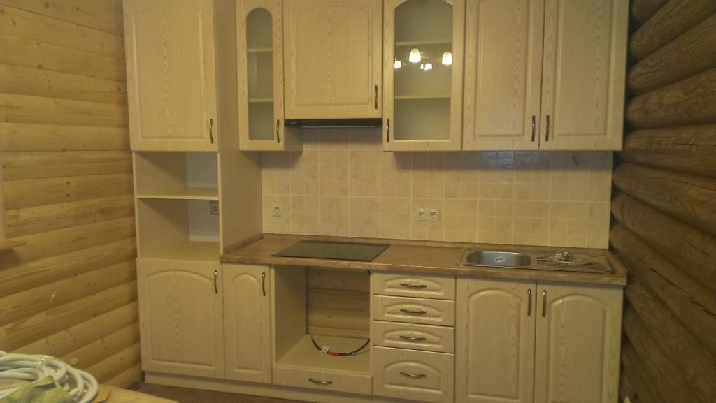 Маленькая кухня классического дизайна
