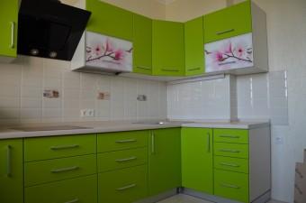 Яркая кухня с фотопечатью