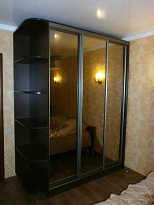 Двери шкафа из зеркала «бронза».