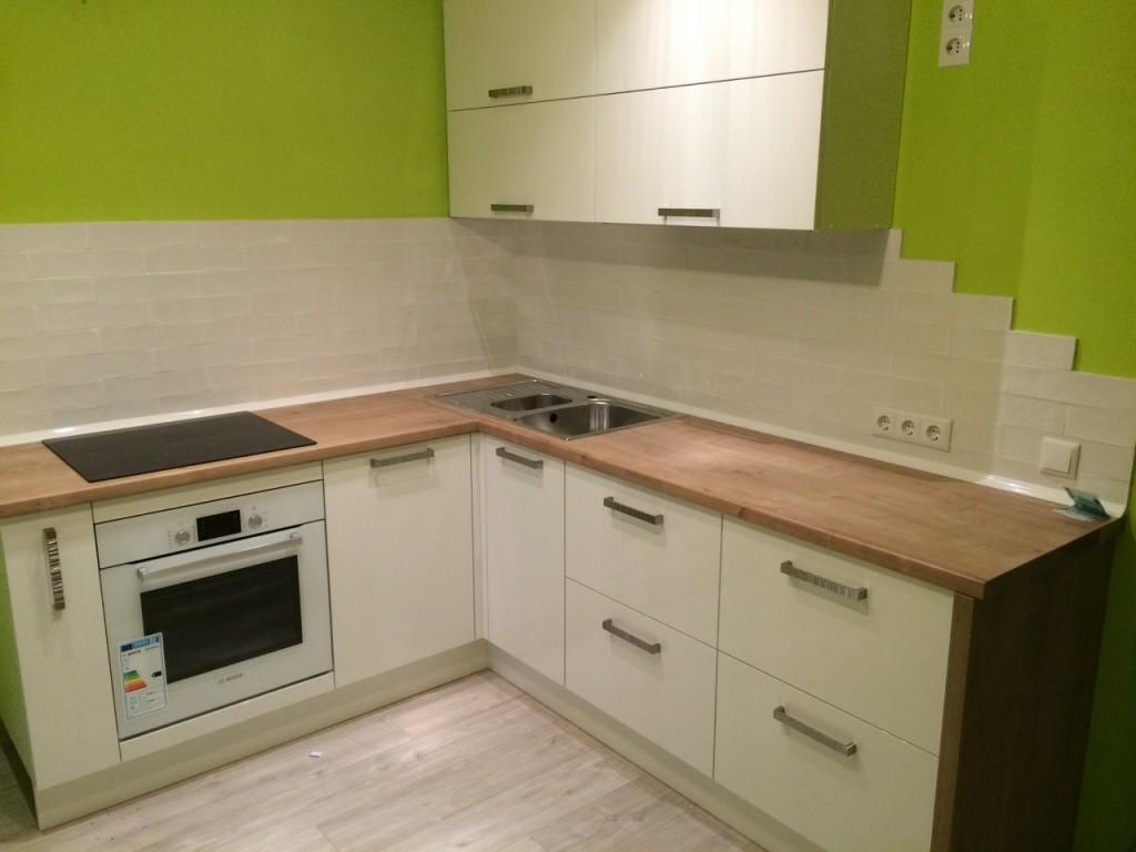 Лаконичный дизайн для маленькой кухни