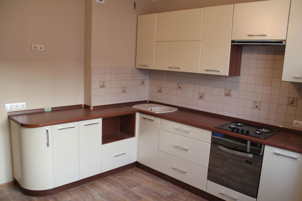 Угловая кухня с матовыми крашеными фасадами МДФ