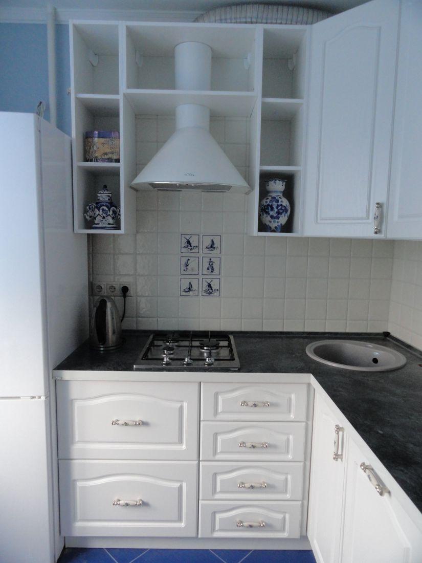 Кухня в стиле «Прованс» с матовыми крашеными фасадами.
