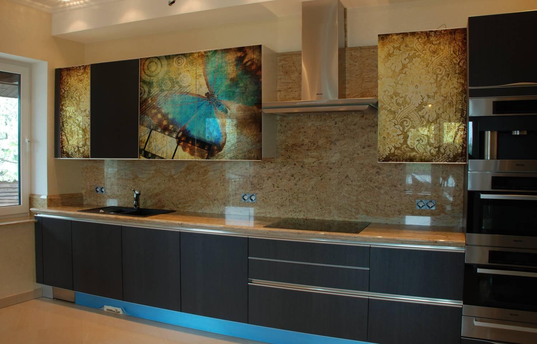 05.Фотопечать под стеклом в алюминиевых рамках отлично сочетается и со шпонированными фасадами (внизу).