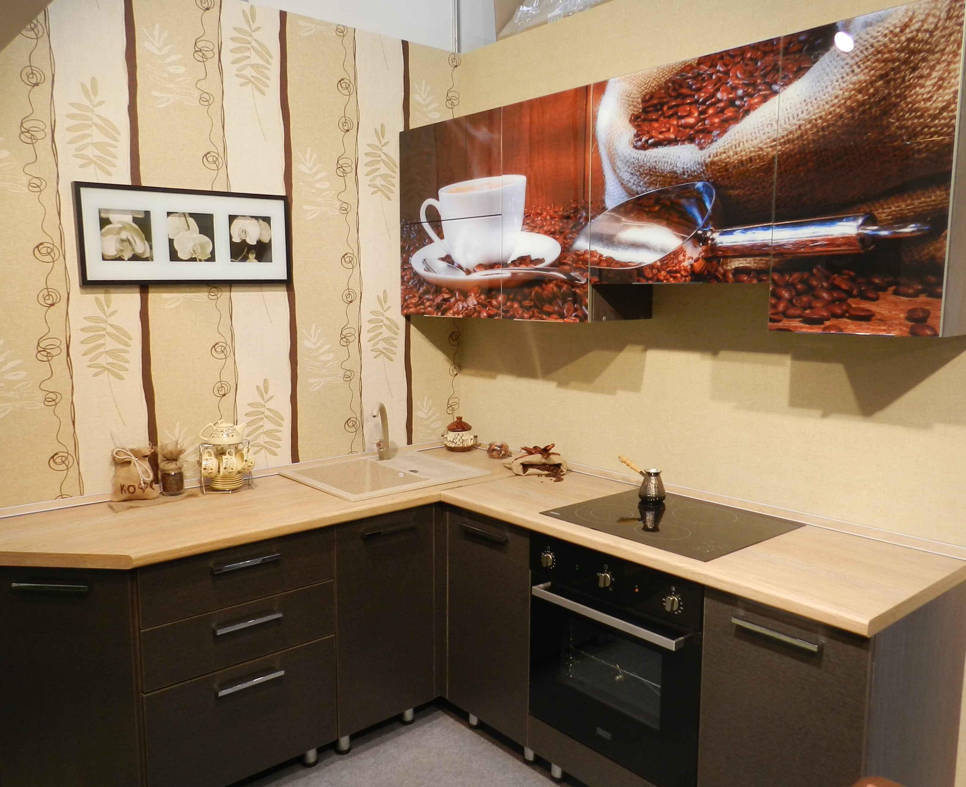 16.«Кофейная» тематика – также излюбленная тема для декорирования кухонных фасадов.