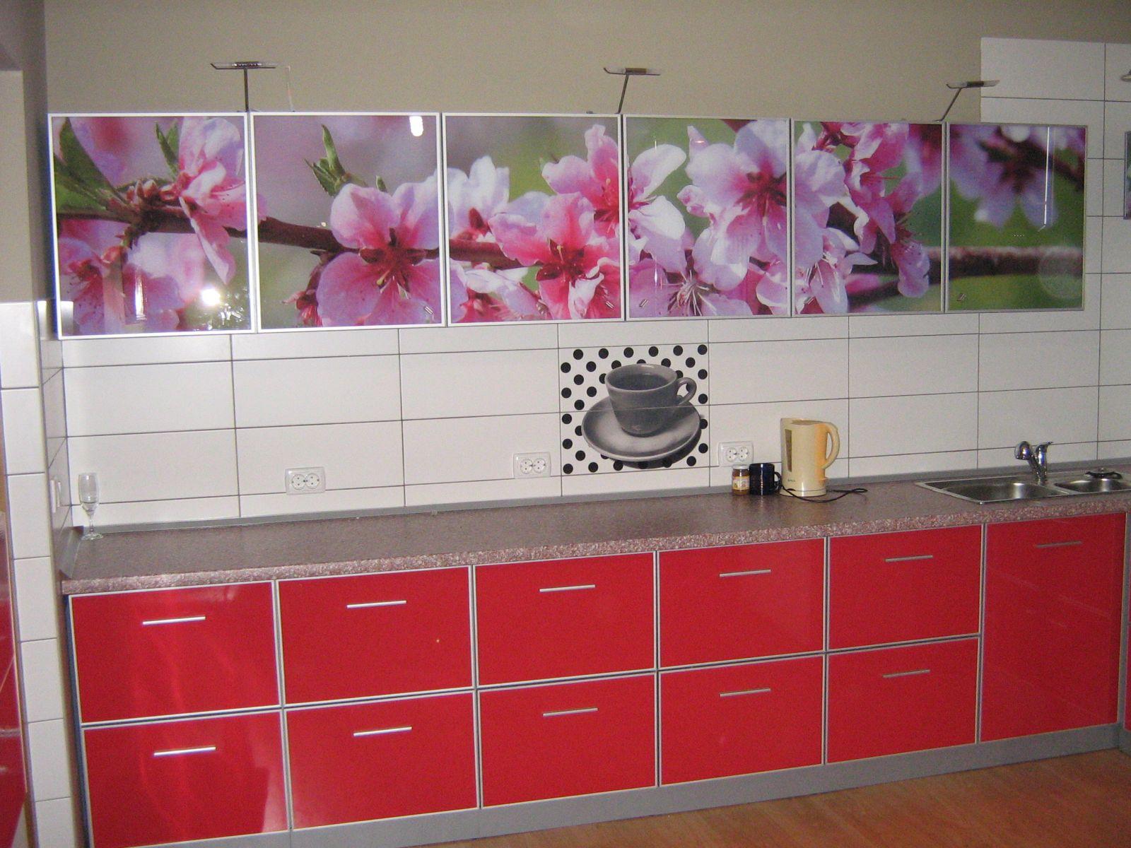 18.Панорамный рисунок хорош для кухни, вытянутой в длину.