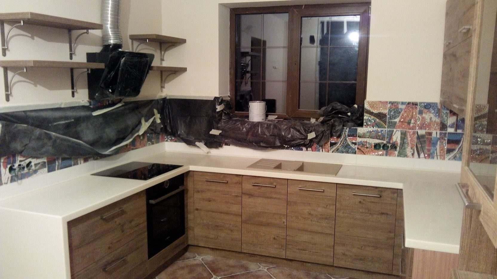 02. Кухня с лаконичными гладкими фасадами из ДСП Cleaf.