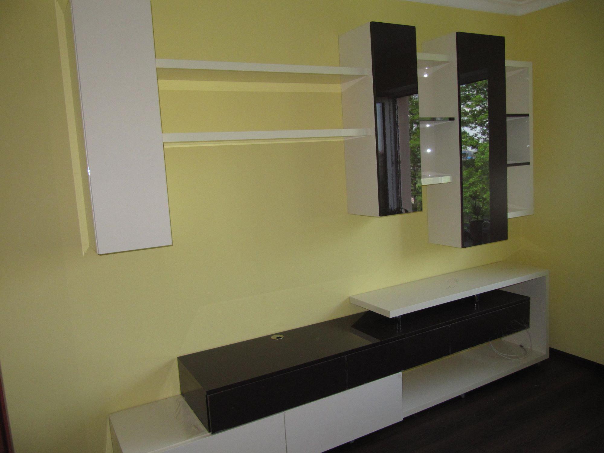 14. Корпусная мебель с фасадами из акрила.