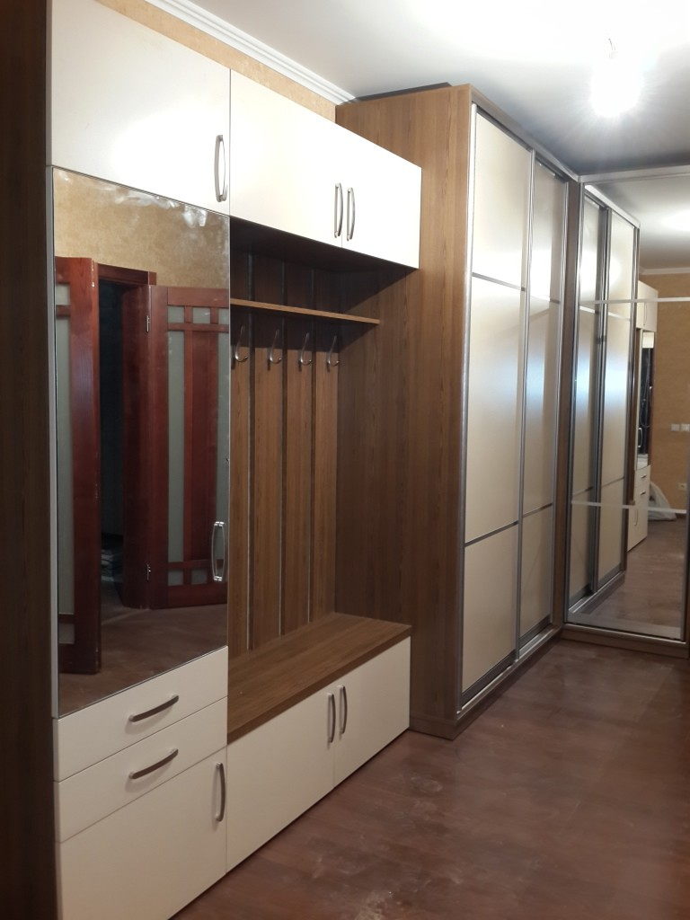 Комбинирование открытых и закрытых элементов мебели