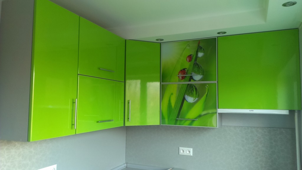 Колаж фотодруку в соковитих зелених тонах