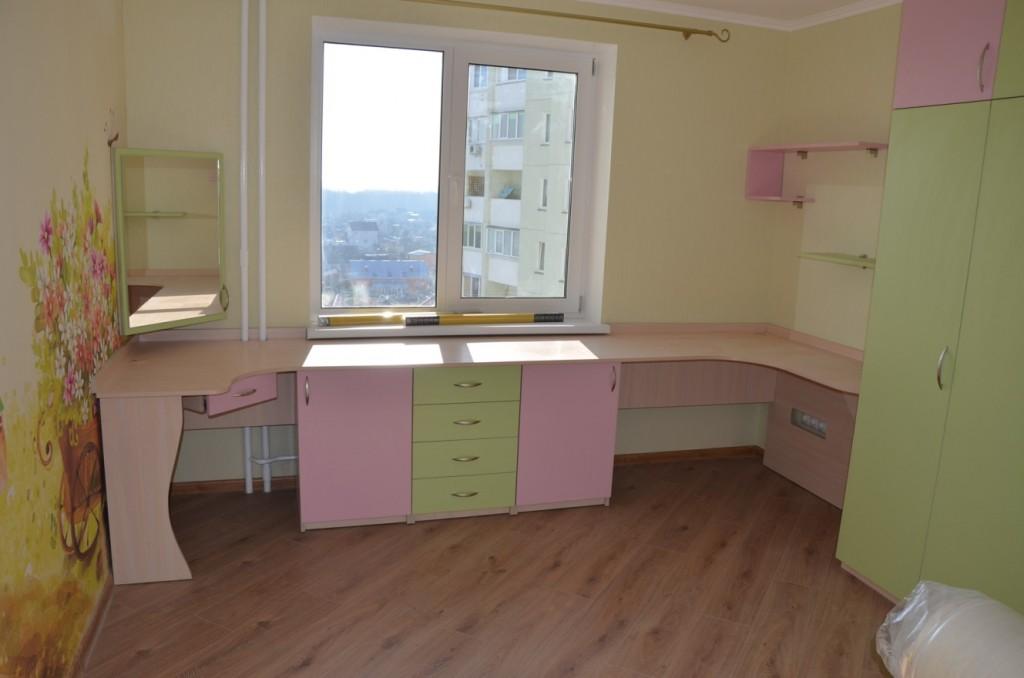 Большой удобный рабочий стол