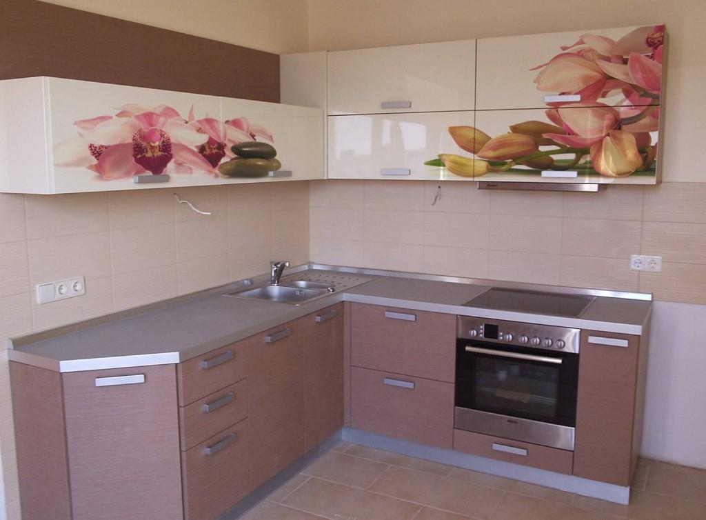Украшение кухни в бежево-кофейных тонах