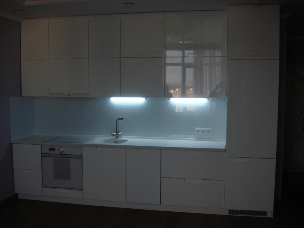 Подсветка кухни – лампы дневного света.