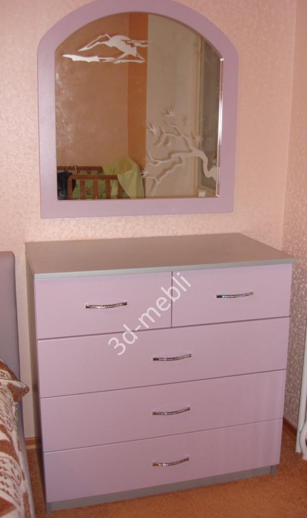 Комод с зеркалом в спальне